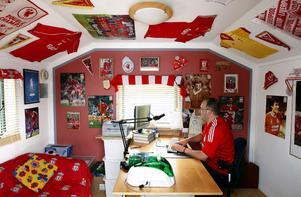 Mycket går naturligtvis i rött, vilket är Liverpools klubbfärg.