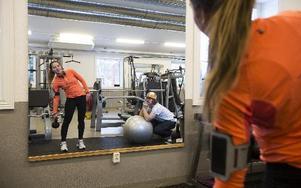 """Josefine Hansen tränar regelbundet på gym i Djurås. – Man får mycket energi och fin kropp, säger hon.Foto: annika björndotter .n """"Välj en träningform som du tycker är rolig"""""""