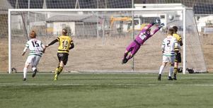 Skiljebos Dervis Grabus gjorde ett av matchens snyggaste mål.