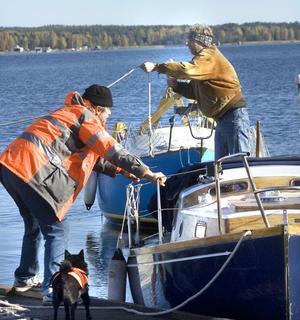 Det är ett hektiskt stök, och mycket att hålla reda på när båten ska upp.