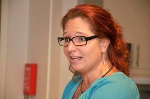 Först ut. Anhörigkonsulent Carina Oskarsson.