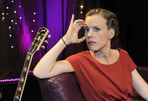 Säkert på engelska. I höst släpper Annika Norlin ett nytt Säkert-album på engelska. Sedan tänker hon ta en paus från sig själv och skriva för andra artister.