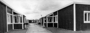 Det var då. Den här bilden är tagen 1972 på Dragverksgatan på Bäckby. Då var alla hus lika.