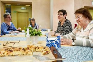 Anledningen varför så många kommer tillbaka är gemenskapen. Gruppen har under de fem åren som aktiva blivit riktigt nära och delat glädje och sorg om vartannat. Vivan Elfström. Laila Westberg Eva-Britt Fredheim  och Karin Nässeldal.