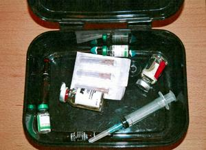 På mannens arbetsplats hittade polisen en matlåda som innehöll dopningsmedel.