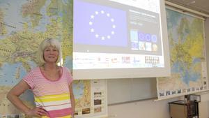 """""""Bryssel känns nog avlägset geografiskt och kulturellt för många, men jag tror inte att alla vet att EU påverkar så mycket lokalt. EU-valet är viktigt oavsett om man bor i Fagersta eller var man bor"""", säger Ingela Klingestedt, lärare i samhällskunskap på Brinellskolan i Fagersta."""