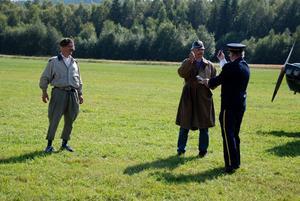 Buskis. Flygfesten bjöd även på buskis, med plan, fingerade luftstrider och explosioner.