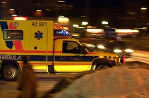 Personal inom ambulansen i Dalarna vittnar till DT om att de beordras arbeta dagpass direkt efter ett avslutat nattpass, ett så kallat