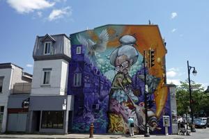 Överallt syns gatukonsten som ger staden en färgsprakande prägel.