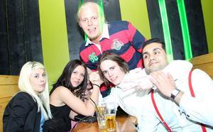 Poco Loco Bar. Ida, Rebecka, Henrik, Martin och Dennis.