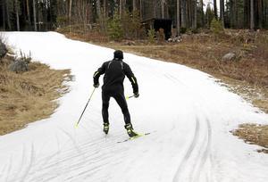 Med förhållandevis enkla åtgärder kan säsongen för skidturisterna förlängas, framhåller ledarredaktionens krönikör Erik Hjelte.