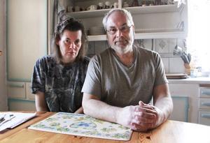 Lotta Larsson och Sven Lindberg vill få Lottas mammas förvaltare utbytt.