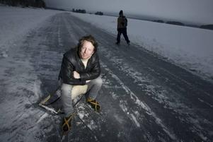 Tack. Med sina låtar vill artisten Fredrik Swahn påminna sig själv om att försöka vara tacksam för det han har. Här är han i Stjärnsund, Dalarna.