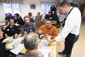 Kocken Stefan Eriksson, Exceptionell råvara, serverar kött till Malin Sundmark, Lisasgården, Avesta, Alfred Blomberg, Sunnanheds fjällkor, Görgen Tidén, Görgen på höjden och Chefs night.