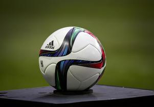 En ny multiarena går ut över fotbollen.