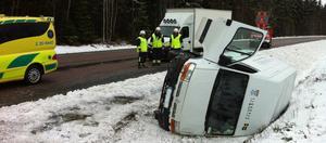Fordonet blev liggande i diket efter olycka.