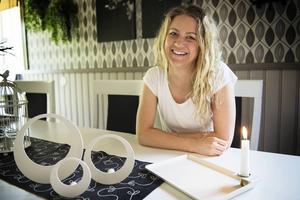 Under några korta semesterdagar hemma i Husum passade Malin Berglund på att prata med lokala företag för att producera hennes egendesignade klädhängare