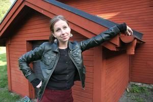 Maria Norén har, efter ett års musikskrivande, tagit sig till länsfinalen i sångsolisttävlingen Svensktoppen nästa.