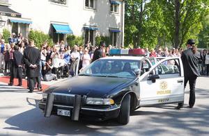 Los Angelespolisen var också på plats med en patrullbil.
