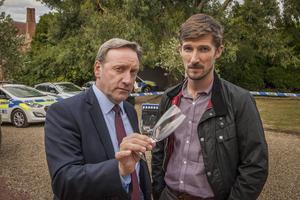 Neil Dudgeon som John Barnaby och Gwilym Lee som Charlie Nelson i