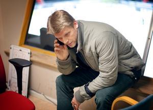 Timmar och åter timmar i telefonen. När Per Nygårds var sportchef i SSK var han ständigt uppkopplad. Foto: Magnus Grimstedt.