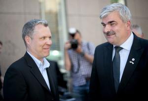 korkade planer. Team Juholt – Waidelich och övriga delar av den socialdemokratiska partiledningen har haft planer för partiet som visar att man är både döv, blind och lätt korkad.
