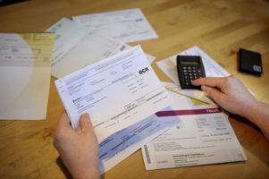 Duktiga konsumenter som betalar räkningarna i tid och år efter år stannar kvar hos ett och samma företag betalar oftast mer än otrogna kunder.