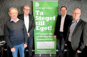 Nytt samarbete. Kjell Söderin, Lekebergs Ekonomi AB, Christer Bengtsson, Lekebergs sparbank, Janis Lancereau, Nyföretagarcentrum och och Hans Boskär, kommundirektör i Lekeberg.