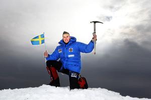 Thomas Eriksson från Gävle åker till Katmandu på måndag. Någon gång i maj hoppas han kunna stå på toppen av Mount Everest med tre av sina gamla kompisar från lumpen.