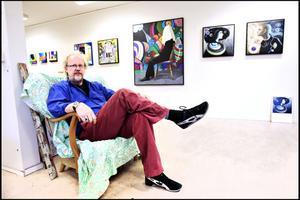Pär Kock i sin ateljéutställning