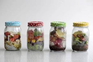 Spara pengar och ät bättre genom att ta med dig matlåda till jobbet.   Janerik Henriksson/TT
