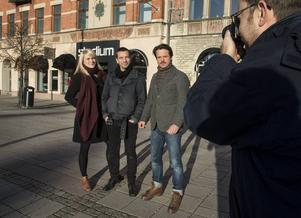 Kristoffer Lönnå, Jens Assur och Petra Berggren, tre av tio fotografer som ställer bilder med deras egna versioner av norrland och huvudstadstema.