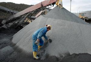 Varje dag tillverkar man mellan 400 till 500 ton sandningsgrus.