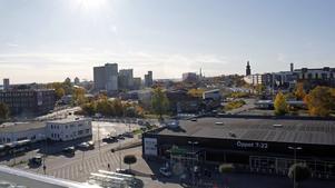 Utsikt från balkongen högst upp. Coop är närmaste granne men man ser ut över både hamnen och city.