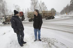 Niklas Paulsson och Mats Jonsson är engagerade i den lokala skolstyrelsen och har länge kämpat för att det ska byggas en säker övergång i korsningen Forsavägen-Ringvägen i Iggesund.