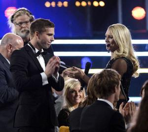 Anders Svensson fick pris, (Volvo) för mesta landslagsspelare genom tiderna. I salongen satt samtidigt damernas rekordspelare Therese Sjögran och fick ingenting. Det var sannerligen en pinsam historia för Fotbollförbundet.