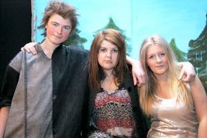 Henrik Jingåker, Mathilda Eriksson och Emmy Ingesson hade gjort en egen teaterpjäs på temat Återvinning. Inspiration hade de fått från Mathildas och Emmys upplevelser av Skogs-Mulle och Skräp-Lisa.