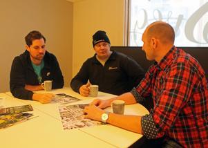 Snow Meet kommer att hållas inne i centrala Sveg nedanför torget mot Ljusnan. Niklas Ohlsson, Sebastian Hedin och Mattias Wiberg har bra koll på kartorna för att allt ska fungera med tävlingsplats, marknad, mässa, parkeringar och allt annat.