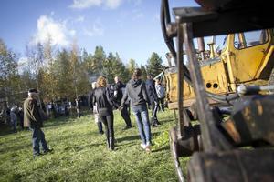 På fältet stod en historisk rad av gamla skogsmaskiner uppradade.