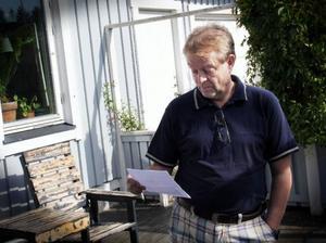 Christer Ödmann har just fått beskedet om att det kostar hans mor 10 000 kronor att säga upp abonnemanget.