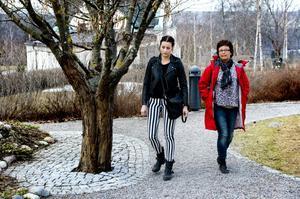 Emma Nordin och hennes mamma Marie förstår inte hur hemtjänstpersonalen kunde låta Bengt fara så illa utan att göra någo, inte ens kontakta dem.