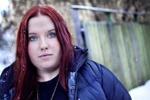Sara Stille lade upp en film på internet där hon berättade om att hon utsatts för övergrepp under två års tid. Hon hoppas att hennes berättelse kan stärka andra utsatta ungdomar och visa att det går att vända något negativt till något positivt.