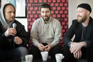 Regissören Fredrik Egerstrand, singer/songwritern José González och regissören Mikel Cee Karlsson vid lördagens presskonferens för filmen.