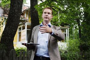 Nils-Johan Tjärnlund leder vandringar i Petersvik för att sprida kunskap om dess kulturhistoriska värde.