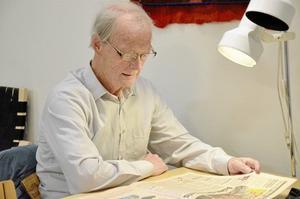 Stamgäst. Gösta Raftsjö kommer främst till biblioteket för att läsa tidningen, men ibland händer det att han sätter sig med en god bok i någon av bibliotekets läsfåtöljer.