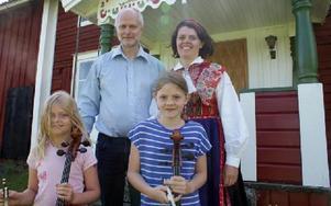Matts Arnberg och Anna-Karin Jobs Arnberg med döttrarna Johanna, nio år och Emma, elva år lovar att årets konsertprogram håller hög kvalitet: -- Varje år tror vi att nu kan det inte bli bättre och så blir det ett minst lika bra program nästa år ändå.F