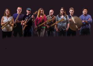 Bandet Brothers in arms består av Joanna Lysén, trumpet, Bernt Rogberg, saxofon, Thomas Dahl, bas, Eva Gisslén-Ståhl, gitarr, Kent Steen, gitarr, Alex Zoffmann, sång, Oscar Hagsten, trummor och Oskar Fridell, keyboard.