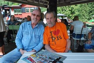 Här är två av Spotnicks originalmedlemmar, gitarrlegendarerna Bob Lander och Bosse Winberg.