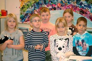 Sex glada vinnare från förskoleklassen i Hallens kyrkskola. Från vänster Olivia Wiklund, Svante Nilsson, Vidar Östman, Agnes Arnlo, Matilda Jacobsson Bixo och László Fogarasi.