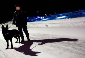 """Under vinterns värsta köldknäppar var Mats Milling och Dexter bara ute och patrullerade i kortare stunder. """"Blir det riktigt kallt så är det oftast väldigt lugnt"""" säger Mats."""